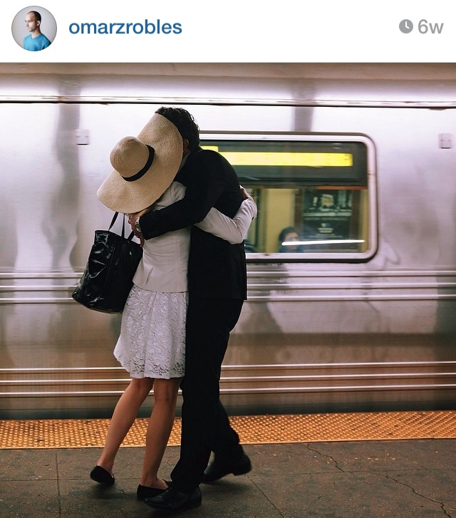 Love in the subway captured by omarzobles